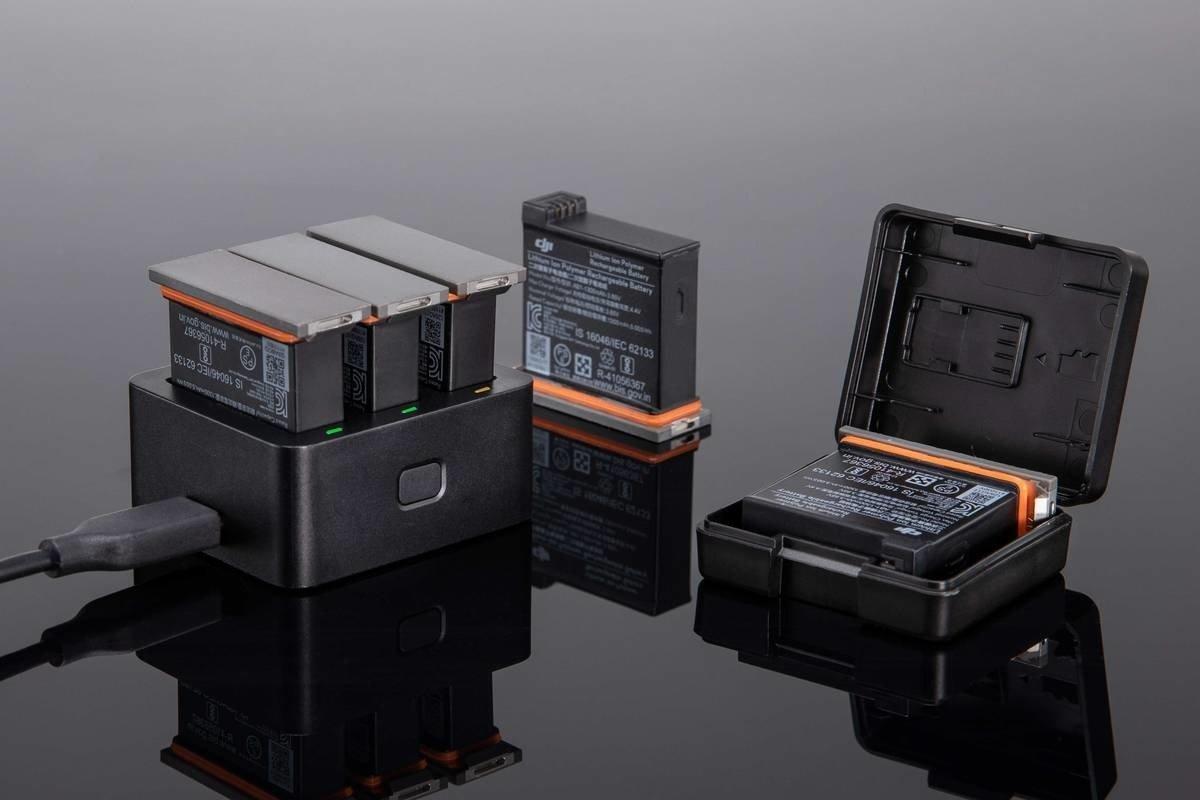 Hub pozwala na przechowywanie oraz ładowanie 3 akumulatorów jednocześnie.